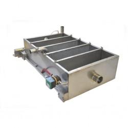 Odstojnik do filtrowania miodu z dwoma sitami pionowymi i dwoma przegrodami w celu separacji wosku od miodu. Podgrzewany
